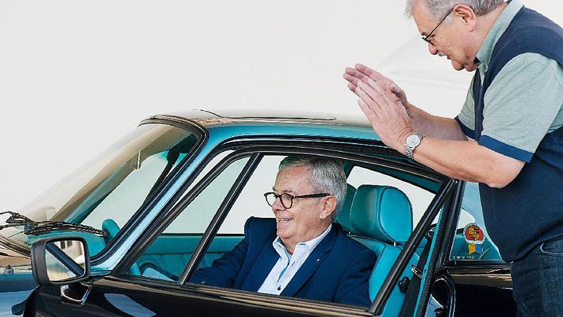 Prohlédněte si unikátní 911, která stála u zrodu oddělení Porsche Exclusive. Je tu hodně tyrkysové: - fotka 6
