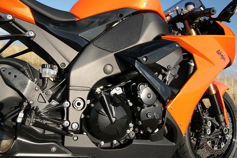 Test - Kawasaki ZX-10R Ninja: král mezi supersporty: - fotka 15