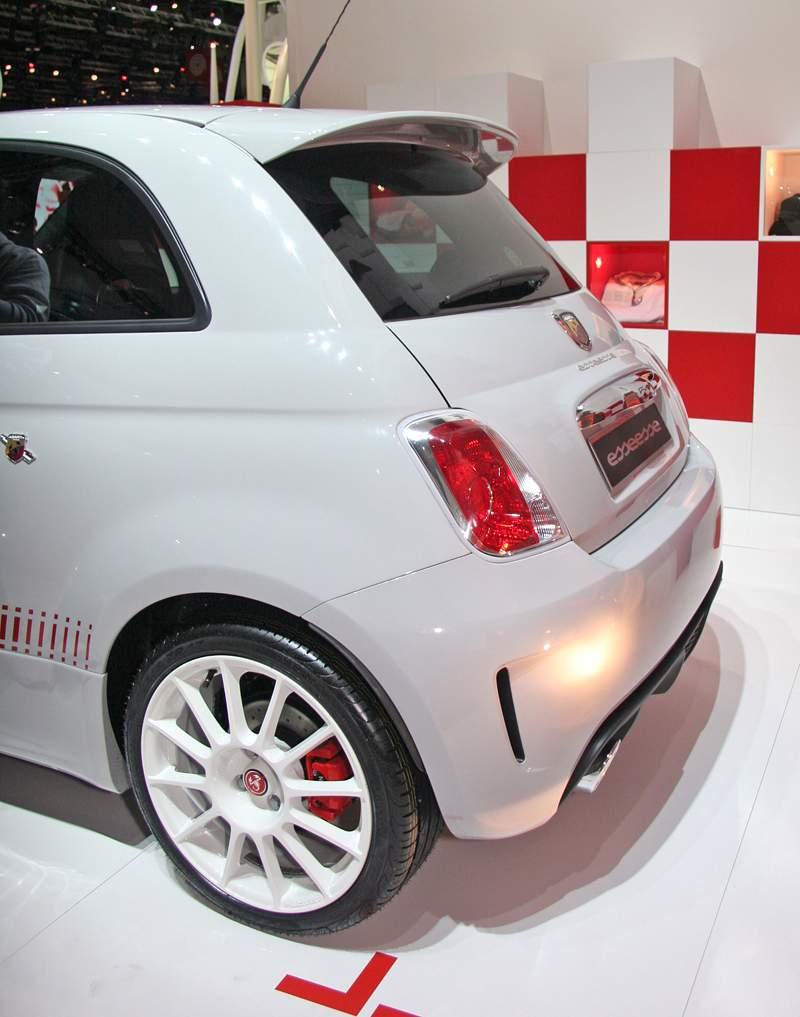 Paříž 2008 - Fiat 500 Abarth Esseesse - kompletní info: - fotka 11