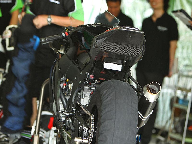 Kawasaki ZX-10R Ninja 2011 – první odhalení: - fotka 6