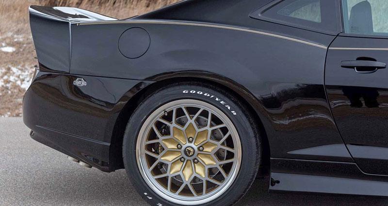 Firebird žil i poté, co skončila značka Pontiac. Jeden moderní Trans Am je právě na prodej: - fotka 15