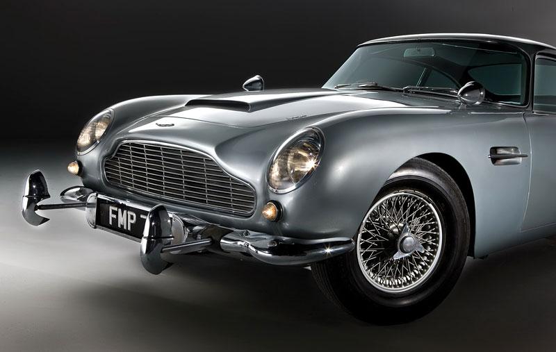 Aston Martin DB5 po Jamesi Bondovi míří do aukce: - fotka 32