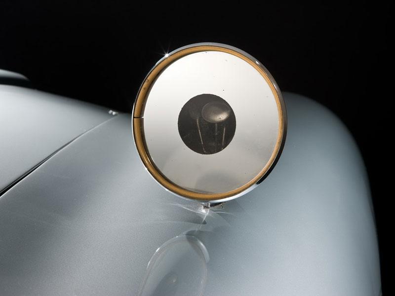 Aston Martin DB5 po Jamesi Bondovi míří do aukce: - fotka 35