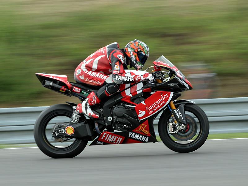 Víkend se Superbiky na brněnském okruhu (velká fotogalerie): - fotka 106