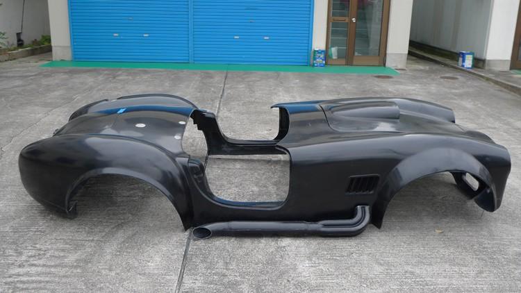 Baby Cobra: tříčtvrteční replika slavného roadsteru: - fotka 17