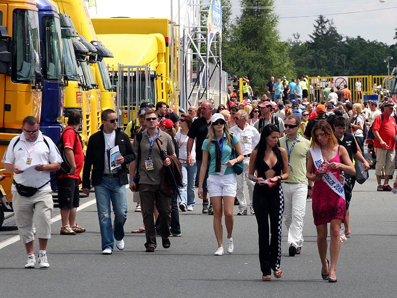 Víkend se Superbiky na brněnském okruhu (velká fotogalerie): - fotka 115