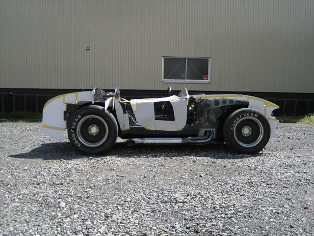 Baby Cobra: tříčtvrteční replika slavného roadsteru: - fotka 26