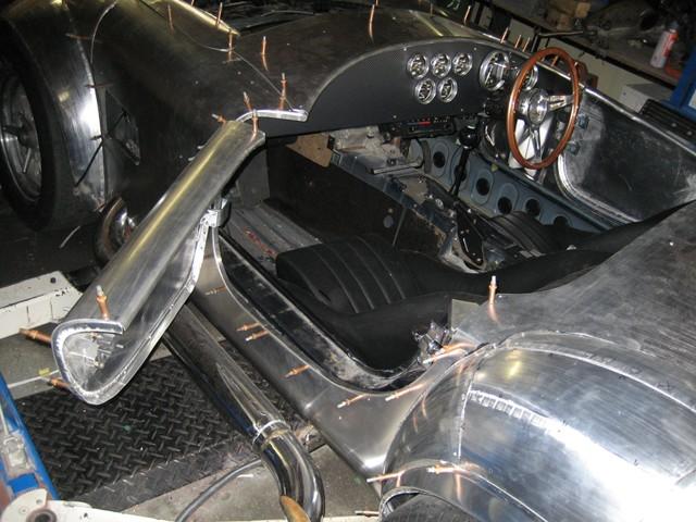Baby Cobra: tříčtvrteční replika slavného roadsteru: - fotka 27