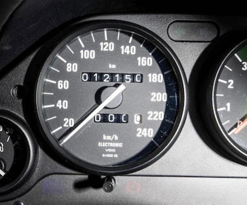 Věděli jste, že Alpina vylepšila i svérázný roadster BMW Z1? Vzniklo jen 66 kusů, jeden můžete mít: - fotka 2