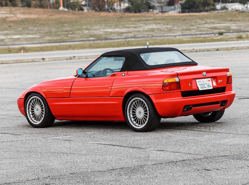 Věděli jste, že Alpina vylepšila i svérázný roadster BMW Z1? Vzniklo jen 66 kusů, jeden můžete mít: - fotka 7