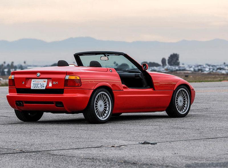 Věděli jste, že Alpina vylepšila i svérázný roadster BMW Z1? Vzniklo jen 66 kusů, jeden můžete mít: - fotka 8