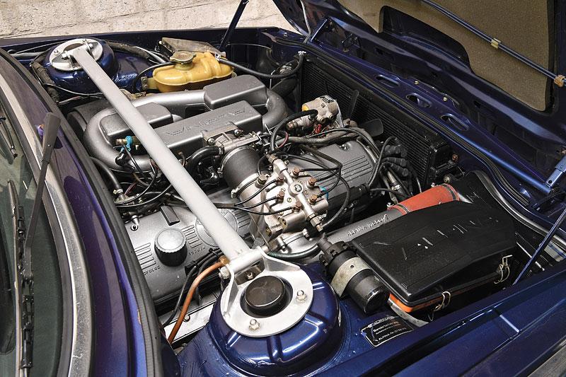 """Alpina B7 S Turbo byla vylepšená """"sedmička"""", která proháněla i supersporty. Právě teď je jedna na prodej: - fotka 7"""