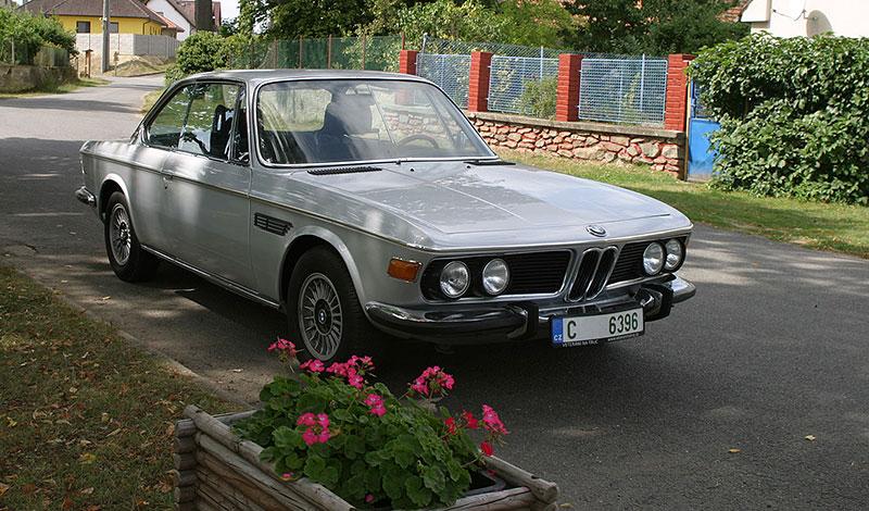 """Řídili jsme BMW 2800 CS. Je to dokonalý """"bavorák"""" ze staré školy: - fotka 5"""