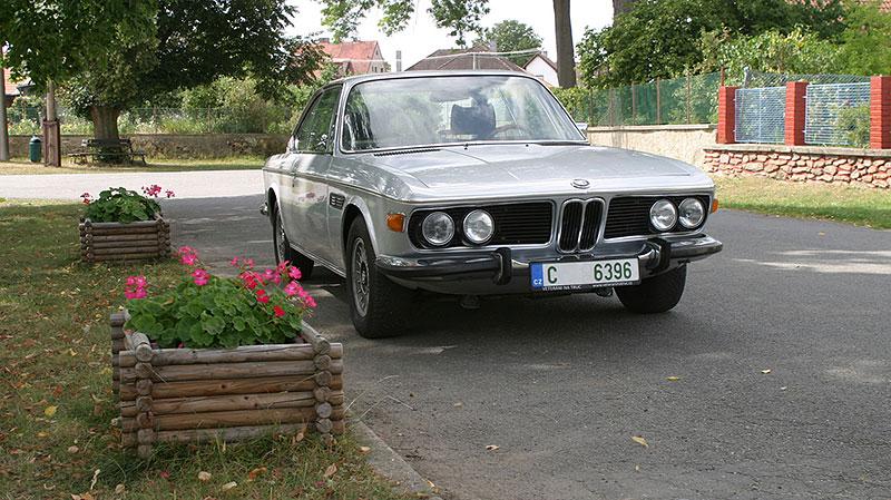 """Řídili jsme BMW 2800 CS. Je to dokonalý """"bavorák"""" ze staré školy: - fotka 6"""