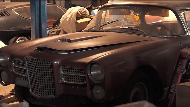 V opuštěném autosalonu se našla úžasná sbírka vozů. Zahrnuje i dvanáctiválcové Lamborghini: - fotka 2