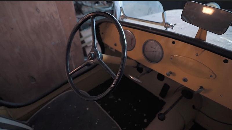 V opuštěném autosalonu se našla úžasná sbírka vozů. Zahrnuje i dvanáctiválcové Lamborghini: - fotka 10