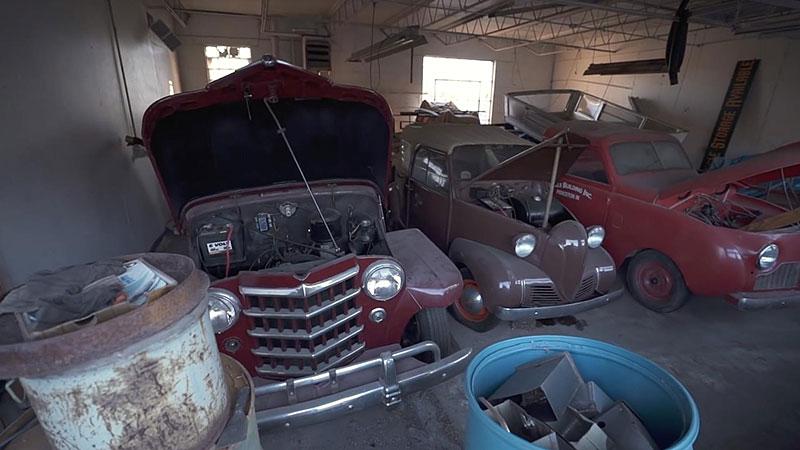 V opuštěném autosalonu se našla úžasná sbírka vozů. Zahrnuje i dvanáctiválcové Lamborghini: - fotka 11