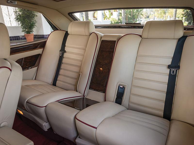 Na prodej je Bentley, o kterém jste možná ještě neslyšeli. Vzniklo jen pět kusů: - fotka 6