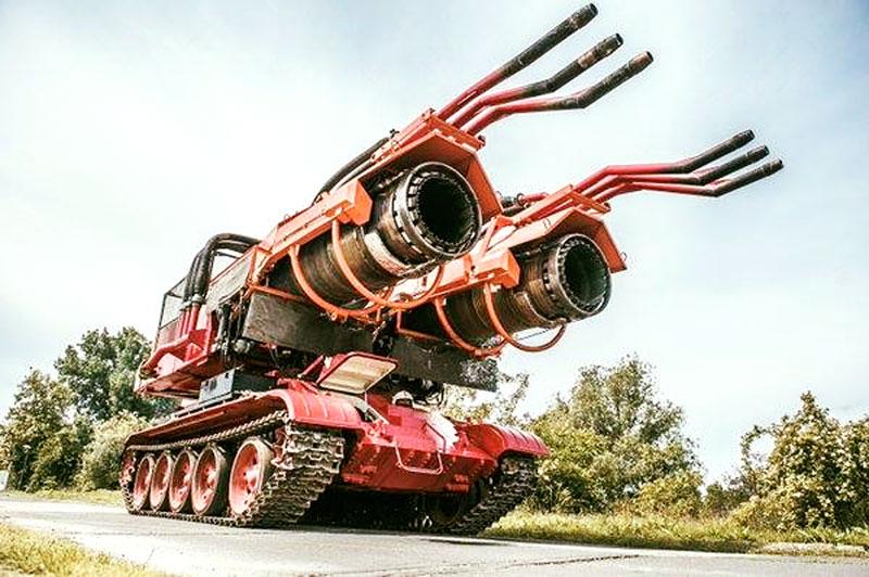 Maďaři kdysi spářili tank se stíhačkou. Ale z důvodů, které byste asi neuhodli: - fotka 3
