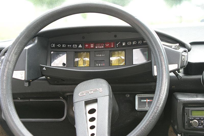 Řídili jsme CX 2400 GTi, podle mnohých poslední opravdový Citroën. Označení GTi u něj dost mate: - fotka 2