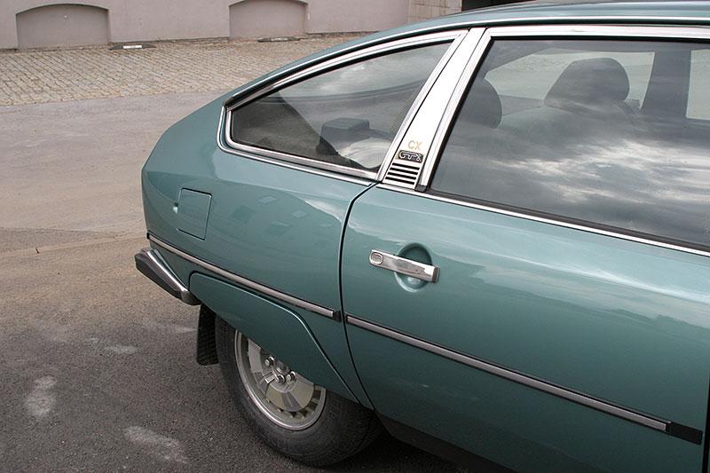 Řídili jsme CX 2400 GTi, podle mnohých poslední opravdový Citroën. Označení GTi u něj dost mate: - fotka 16