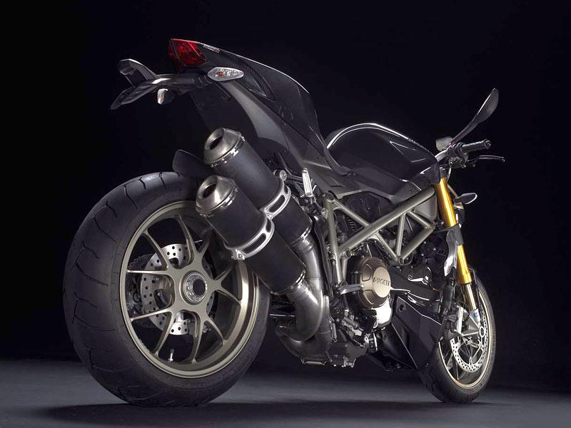 Motociclismo: Motocyklem roku 2009 je Ducati Streetfighter: - fotka 3