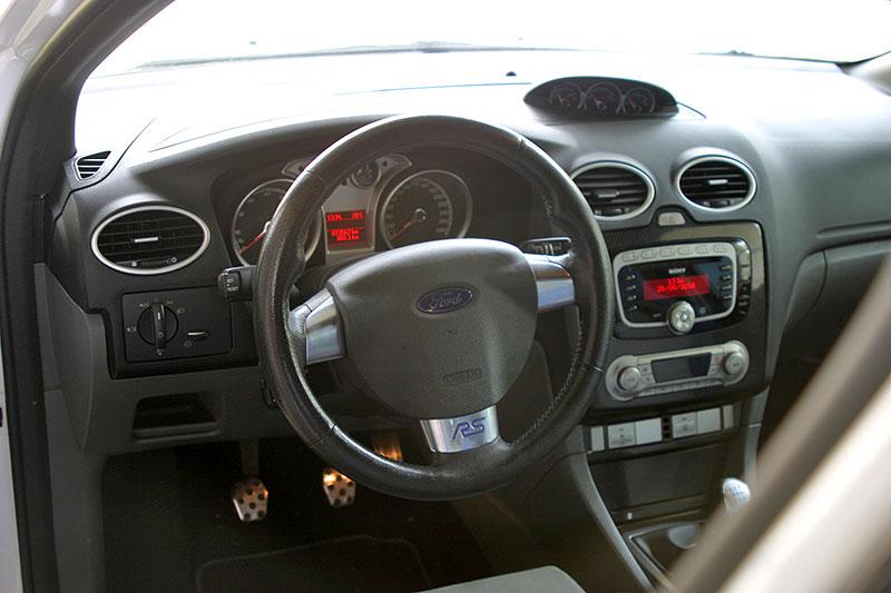 Řídili jsme Ford Focus RS druhé generace. Jeho pětiválec je pořád úchvatný: - fotka 1