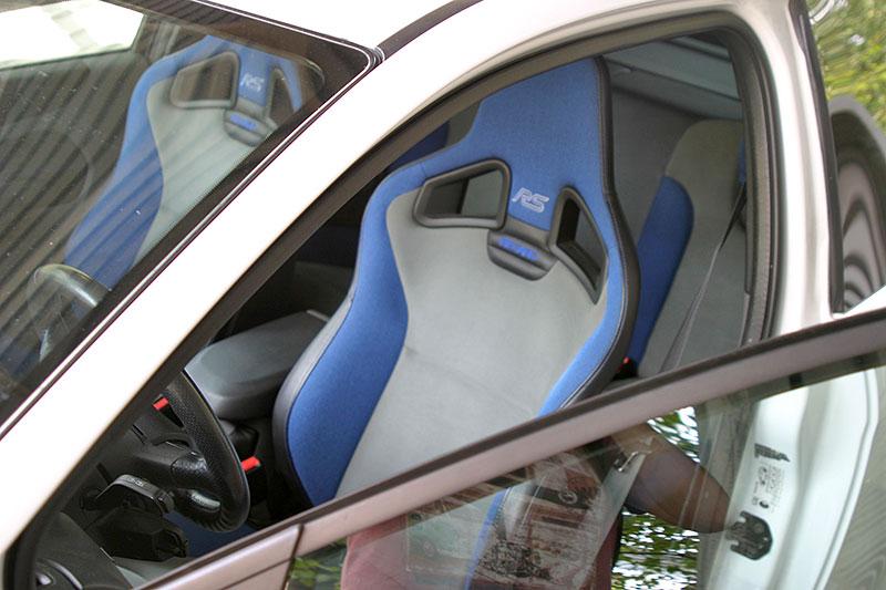 Řídili jsme Ford Focus RS druhé generace. Jeho pětiválec je pořád úchvatný: - fotka 3