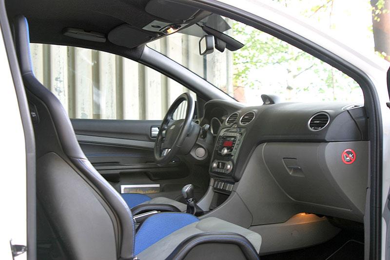 Řídili jsme Ford Focus RS druhé generace. Jeho pětiválec je pořád úchvatný: - fotka 5
