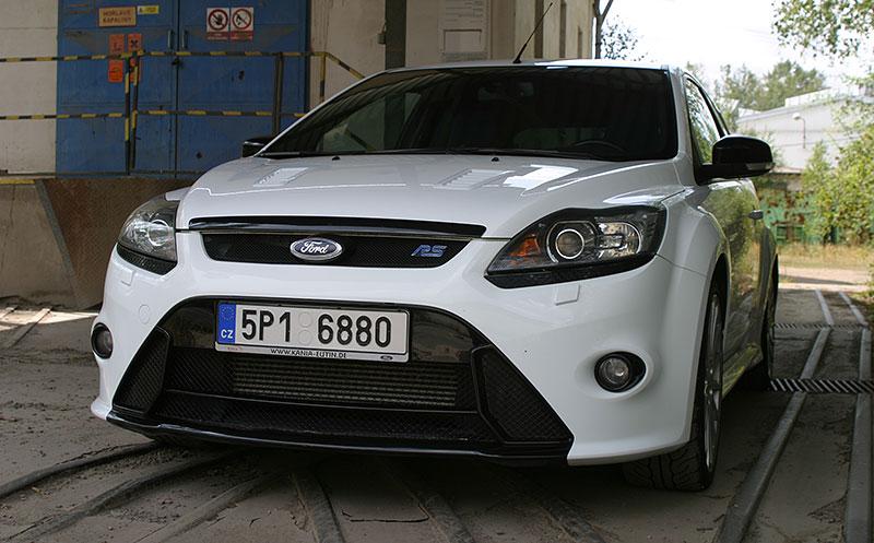 Řídili jsme Ford Focus RS druhé generace. Jeho pětiválec je pořád úchvatný: - fotka 6