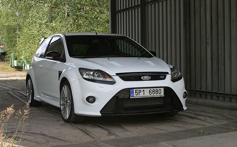 Řídili jsme Ford Focus RS druhé generace. Jeho pětiválec je pořád úchvatný: - fotka 7
