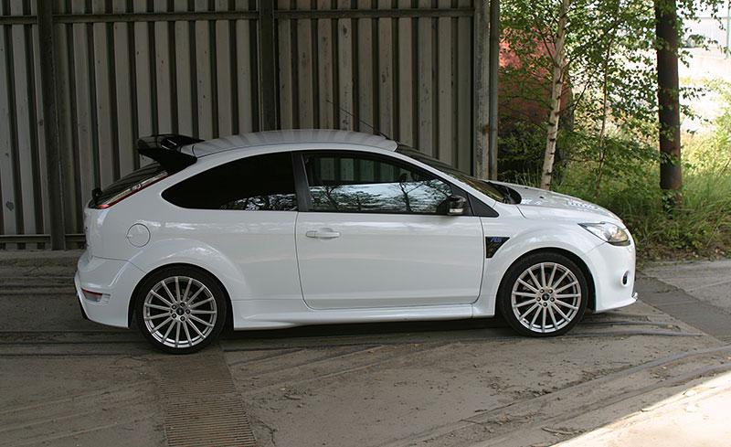 Řídili jsme Ford Focus RS druhé generace. Jeho pětiválec je pořád úchvatný: - fotka 9