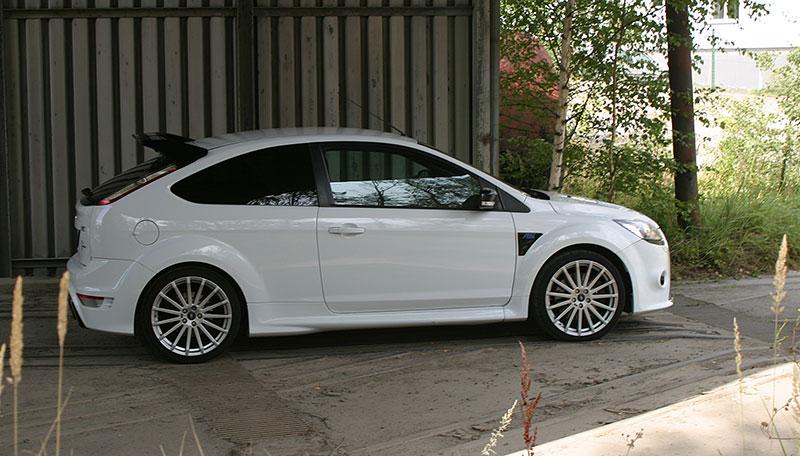 Řídili jsme Ford Focus RS druhé generace. Jeho pětiválec je pořád úchvatný: - fotka 10