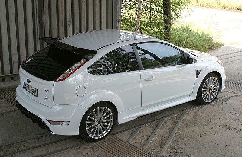 Řídili jsme Ford Focus RS druhé generace. Jeho pětiválec je pořád úchvatný: - fotka 12