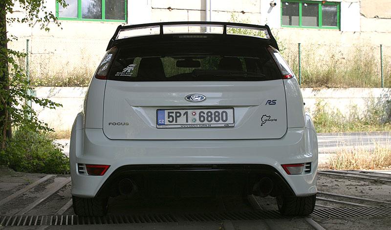 Řídili jsme Ford Focus RS druhé generace. Jeho pětiválec je pořád úchvatný: - fotka 14