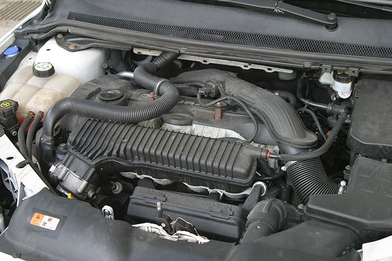 Řídili jsme Ford Focus RS druhé generace. Jeho pětiválec je pořád úchvatný: - fotka 15