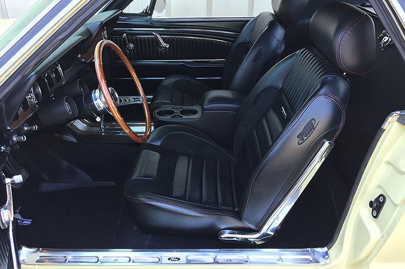 Už jste slyšeli o Fordu Mustero? Mustang s korbou skutečně existoval, vzniklo asi 50 exemplářů: - fotka 1