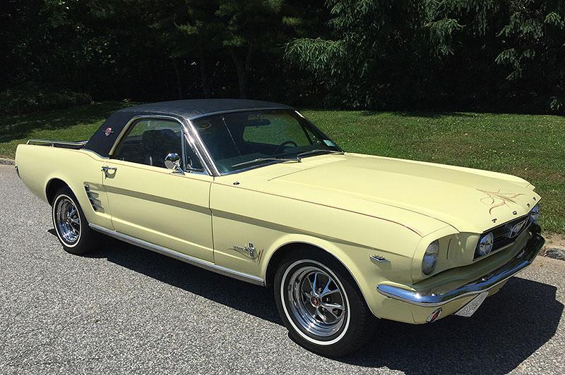 Už jste slyšeli o Fordu Mustero? Mustang s korbou skutečně existoval, vzniklo asi 50 exemplářů: - fotka 2