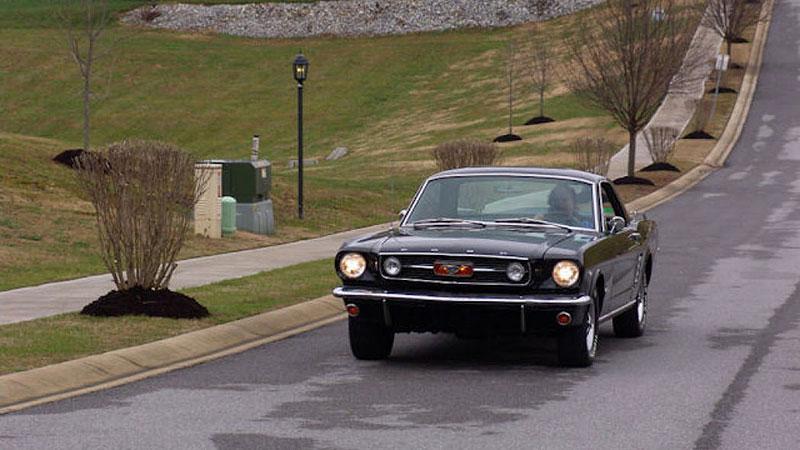 Už jste slyšeli o Fordu Mustero? Mustang s korbou skutečně existoval, vzniklo asi 50 exemplářů: - fotka 13