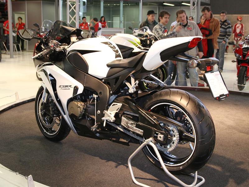 Motocykl 2008: informace a živé foto: - fotka 13