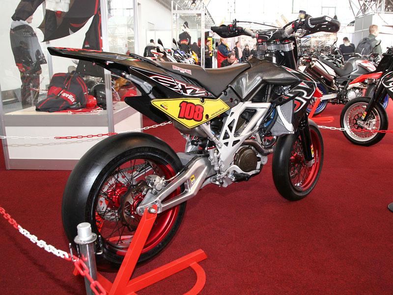 Motocykl 2008: informace a živé foto: - fotka 23