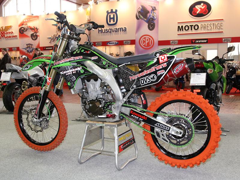 Motocykl 2008: informace a živé foto: - fotka 33