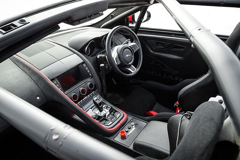 Jaguar postavil dva rallyové speciály. Z roadsteru F-Type: - fotka 1