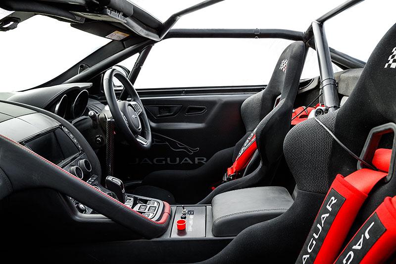 Jaguar postavil dva rallyové speciály. Z roadsteru F-Type: - fotka 2