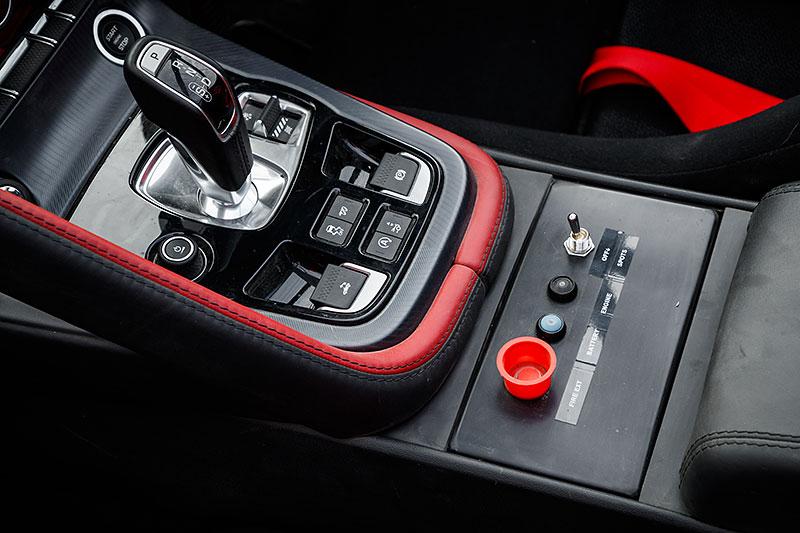 Jaguar postavil dva rallyové speciály. Z roadsteru F-Type: - fotka 6