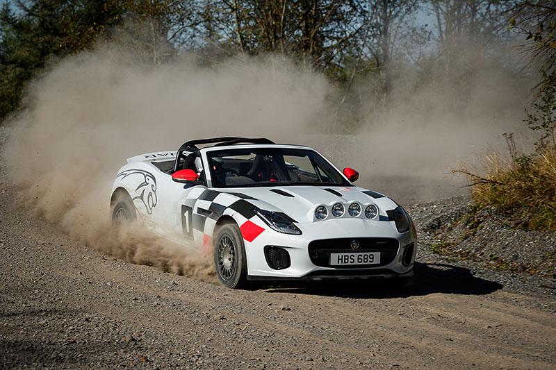 Jaguar postavil dva rallyové speciály. Z roadsteru F-Type: - fotka 12