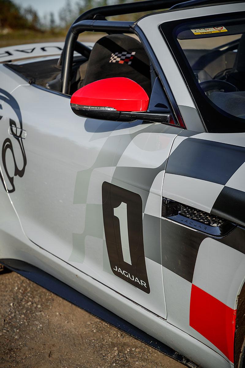 Jaguar postavil dva rallyové speciály. Z roadsteru F-Type: - fotka 22