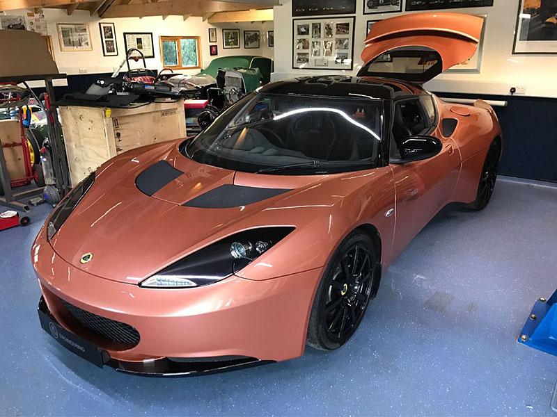 Pamatujete si, že Lotus kdysi postavil hybridní sporťák? Jediný exemplář je teď na prodej: - fotka 3