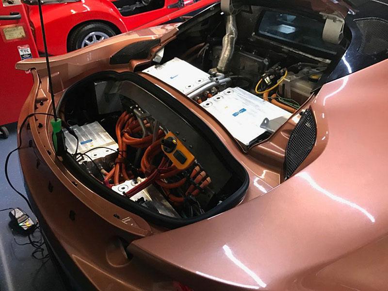 Pamatujete si, že Lotus kdysi postavil hybridní sporťák? Jediný exemplář je teď na prodej: - fotka 4