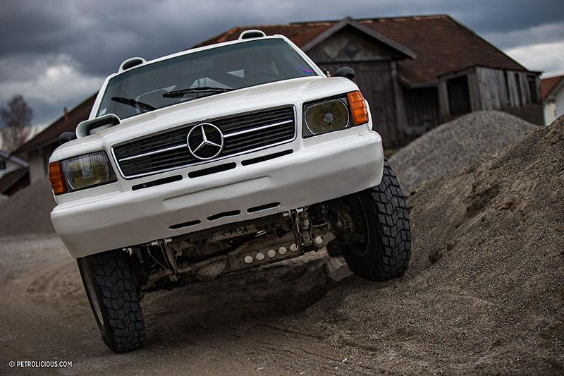 Věděli jste, že existuje Mercedes 560 SEC v terénní verzi? Startoval na Dakaru: - fotka 5